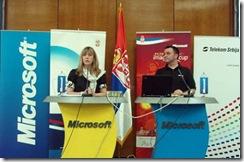 Snežana Samardžić-Marković, ministarka za omladinu i sport u Vladi Republike Srbije, i Zoran Subić, menadžer akademskih programa Microsofta u Srbiji