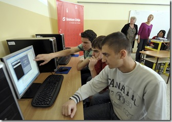 Djaci Matematicke gimnazije na radionici za mobilne aplikacije 1105 2011