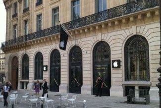 Paris-Apple-Store-Robbed-on-New-Year-s-Eve-iDevices-Worth-1M-1-6M-Gone-2