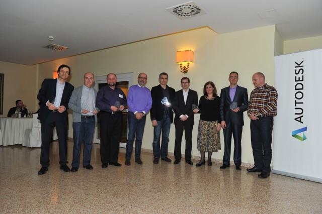 Predstavnici kompanije OSA sa dobitnicima nagrada