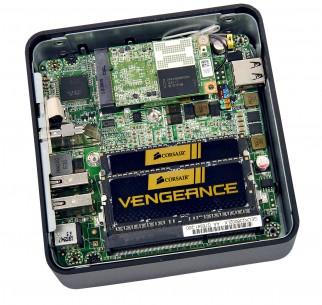 Dva HDMI porta, ili HDMI i Thunderbolt, omogućavaju priključenje dva monitora. Jedina ozbiljnija zamerka jeste to što računar nema USB 3.0 port – tri USB 2.0 porta su uglavnom dovoljna, ali... (kliknite za veću sliku)