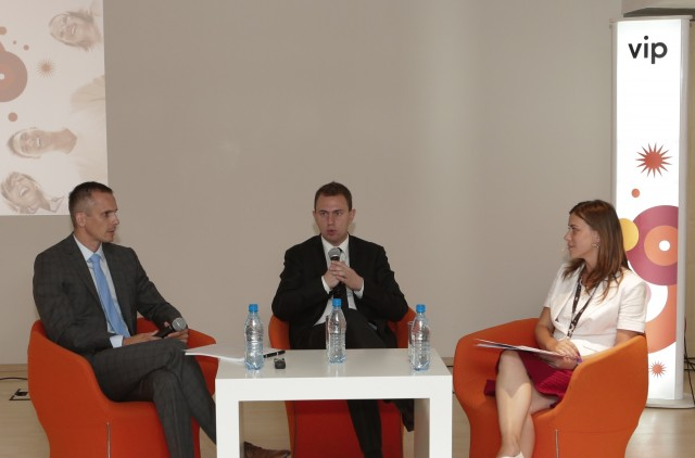 Stefan Lazarevic i Dejan Kastelic na panelu