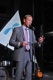 Uve Fredhajm generalni direktor Telenora drzi govor
