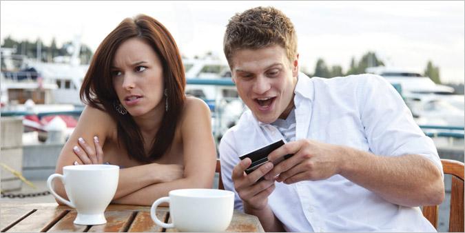 Vaša pažnja treba da bude usmerena na sagovornika, a ne na mobilni telefon.