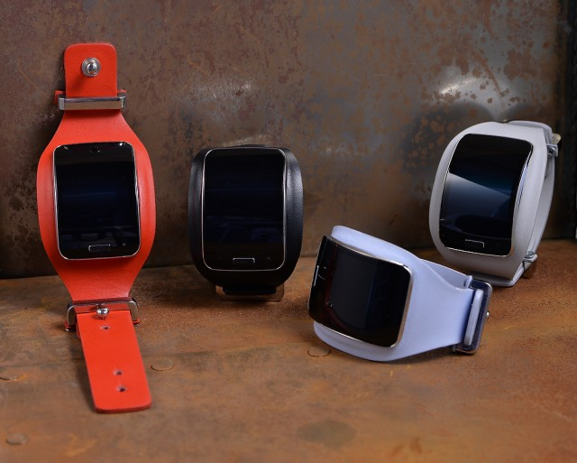 Diesel Black Gold_Samsung Gear S_Collaboration