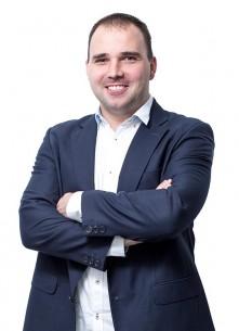 Bojan Manojlović, diplomirani inženjer elektrotehnike, dobro je poznat domaćoj stručnoj javnosti. Veliki broj polaznika Cisco akademije prošao je stručne kurseve koje Bojan drži s velikom posvećenošću već više od sedam godina. Od 2011. aktivno se bavi dizajnom i implementacijom naprednih cloud servisa.