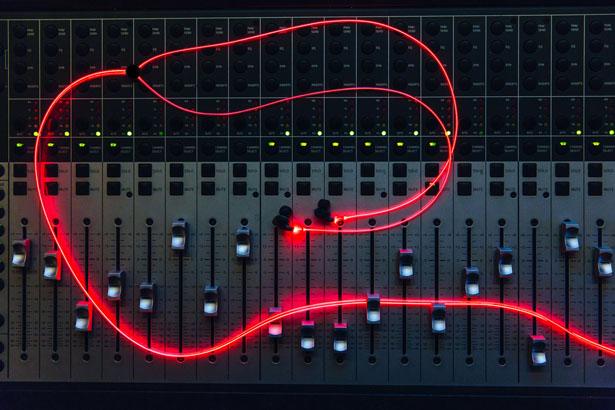 glow-smart-headphones-with-laser-light7
