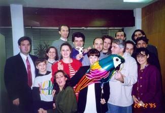 """aradnici časopisa """"PC"""", na proslavi koju smo organizovali pošto je """"PC"""" dobio nagradu """"Diskobolos"""", za najbolji računarski časopis u 1995. godini."""