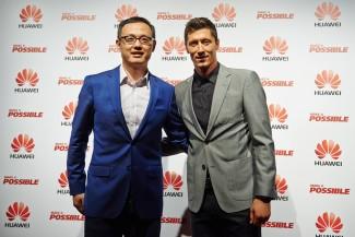Robert Lewandowski i predsednik grupacije Huawei Device za Centralno-istočnu Evropu i Nordijsku regiju (2)