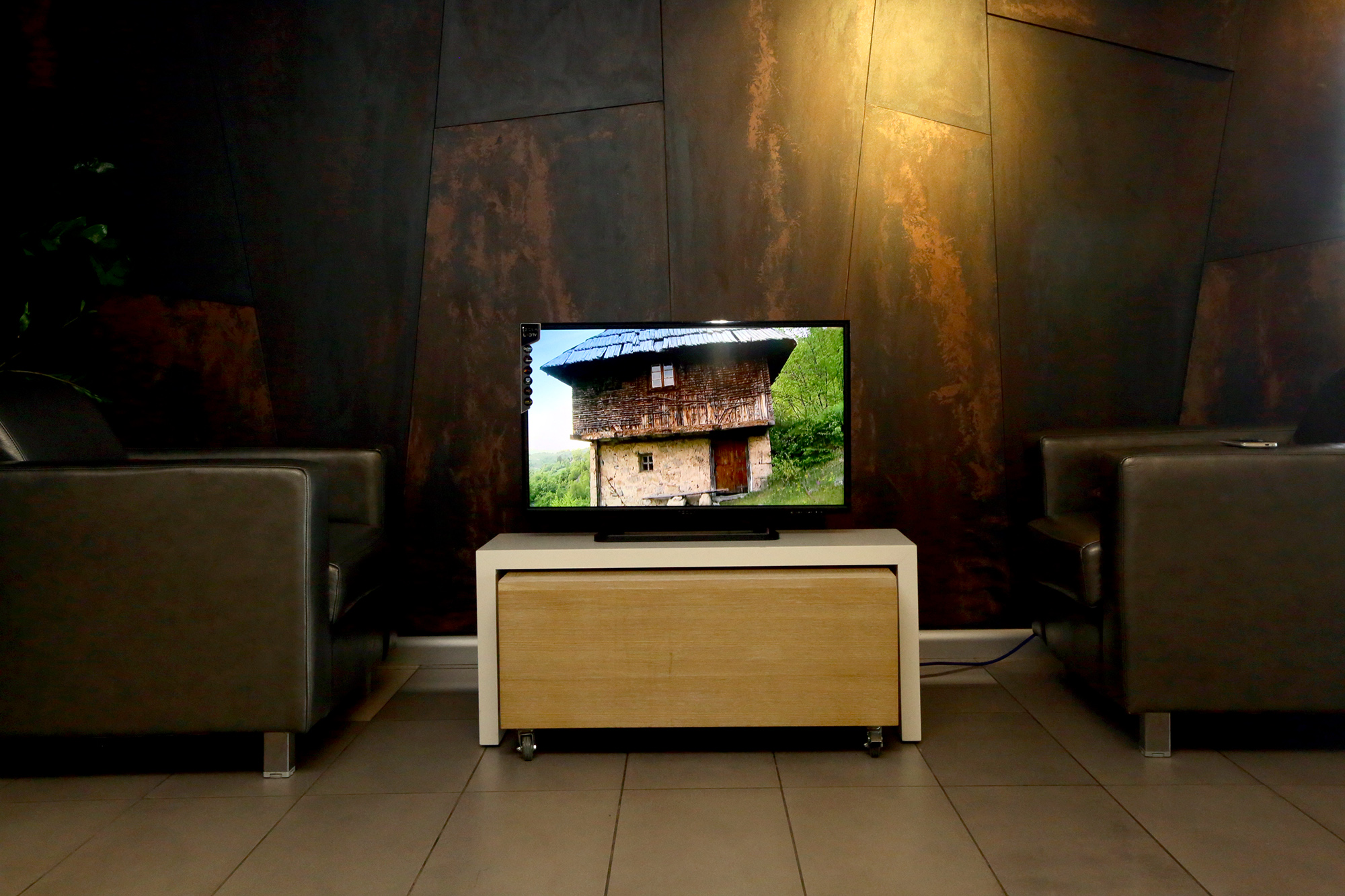 Tesla TV 01