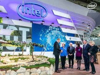 I Angela Merkel je pokazala zanimanje za Intelov pametni vinograd