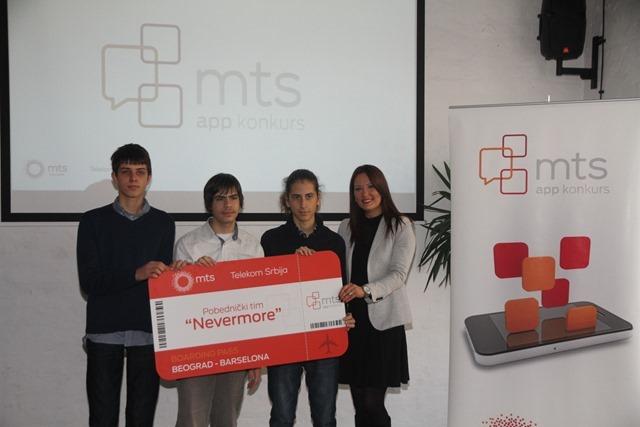 Pobednici 6. mts app konkursa sa direktorkom Sektora za PR  Telekoma Srbija, Marijom Bošković