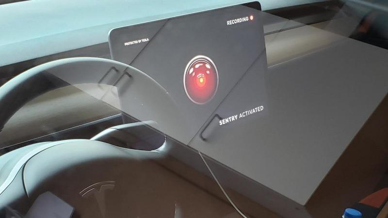 Tesla Sentry Kako zaštiti auto od krađe