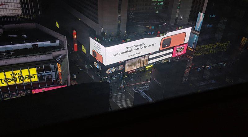 Fotografija bilborda na Tajms Skveru za Pixel 4